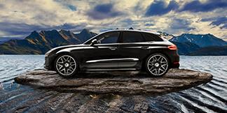 Hättet Ihr gedacht, dass unser Motiv des Porsche Cayenne nach der Bearbeitung durch unsere Fotografen so ausschaut? Wenn auch Sie Interesse an professionellen Fotografien für Ihr Unternehmen haben, freuen wir uns auf Ihre Kontaktaufnahme.