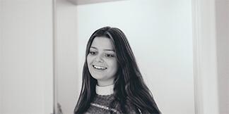 Wir gratulieren Carla, die ihre Ausbildung zur Mediengestalterin erfolgreich abgeschlossen hat. Ein Glück bleibt sie uns auch in Zukunft erhalten - Mediengestalterin Carla - Kreativagentur David Bock Marketing & Design