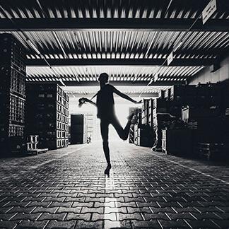 Fotografie kann häufig mehr, als Worte ausdrücken - Gekonnt setzen wir Bilder als Gestaltungmittel bei Kundenprojekten ein.